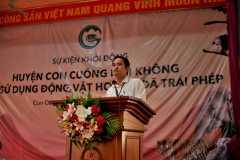 3. Mr Vương ĐInh Huy- Phó chánh văn phòng UBND Con Cuông dẫn dắt sự kiện/ Mr. Vương Đình Huy - Deputy Chief of Office of Con Cuong People\'s Committee led the event